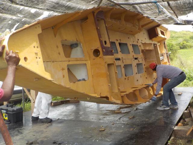 Premier retournement pour le chantier de Saint-Anne, Martinique!
